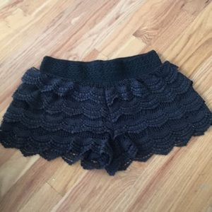 Pants - Black shorts medium